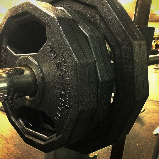 Got my #squat up to 120lbs tonight! My goal of being able to squat and #deadlift my own bodyweight by the end of the year is just around the corner!! #thankscarbs #didntlosemygainz #fitfam #girlsthatlift #liftheavyladies
